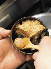 鶏肉のだんごと、イカのすり身にエビを小さく切っただんご2種