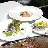 前菜、サラダ、スープ、ざる豆腐、ステーキが付いたランチ2800円