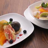 2色のスイートポテトフルーツバニラアイス添え、自家製ケーキ