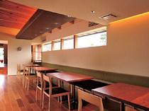 スタイリッシュな空間でシンプルなおいしさを堪能