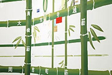 壁には竹を通りに見立てたミナミの地図が