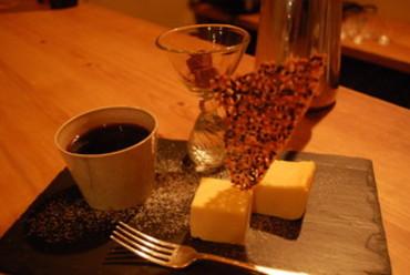 自家焙煎珈琲(中味)とチーズケーキの「デザートセット」900円