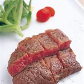 人気の「鹿児島牛ミスジの炭火焼(1700円)」