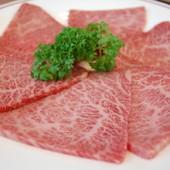 美しく繊細な霜が品質の良さを物語る牛ロース肉
