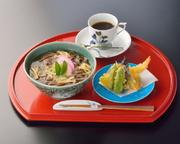 ヘルシーな米粉で出来た、もっちり風味豊かな麺です。「米麺・天ぷら・コーヒー」