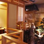 高級旅館を感じさせる雰囲気の店内に感動。季節感あふれる植栽も