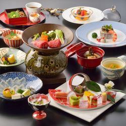 宮城の旬素材をふんだんに盛り込んだ懐石コース。季節の彩りと優雅な味わいを堪能