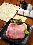 神戸ビーフでしかも希少部位のミスジがしかもステーキです!ぜひご賞味ください。