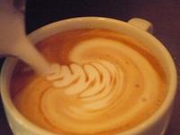~エスプレッソとは専用マシーンで高圧力をかけコーヒーの旨味だけを一気に抽出したものです~