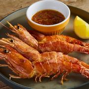 生ハム・新鮮野菜・チーズ・オリーブなど様々な前菜を5種楽しめる前菜3種・5種盛り合わせプレートはお酒のお供に、おつまみ感覚でもオススメ