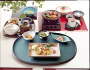 前菜/牛陶板焼き/お造り/サラダ/茶碗蒸し/御飯/香乃物/お椀/佃煮/季節のアイス