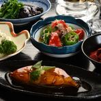 農家から直接届く朝どれの京野菜や、市場厳選の旬魚