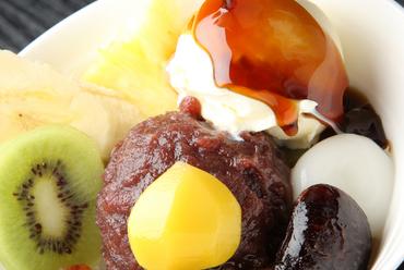 厳選素材の美味しさ『クリーム入和吉あんみつ』 バニラ・抹茶