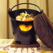 バイキングでも1人鍋! お席で火をつけて、沸騰したらお召し上がりください ※お鍋の内容は期間で変わります(ディナー限定)