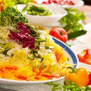 充実のサラダコーナー。大地のめぐみですね☆彡