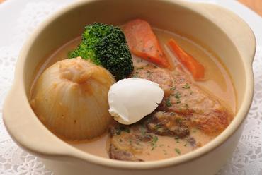 体が温まるドイツの家庭料理『ミュンヘン風牛肉のグラーシュ』