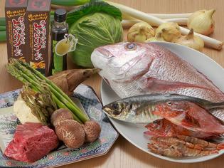 地元でとれた魚介類・旬菜と、当店考案の「とっとりソース」