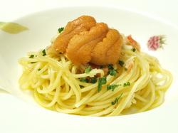 旬の食材をふんだんに使用した贅沢なコースです。誕生日のお祝いなどに大人気。