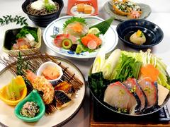 播州百日どりの唐揚げに、明石鯛とサーモンのカルパッチョ、ローストビーフのサラダなど、兵庫の美味色々