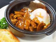 静岡産の豚のモツとガツを特製カレールーで煮込みます。昭和50年からのヒットメニューです。