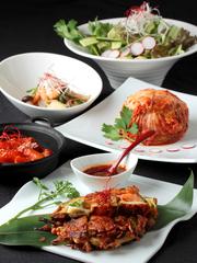 韓国特有の五味五色を取り入れた体に優しいヨンドン自慢の韓国料理コース。女性に大人気です!!