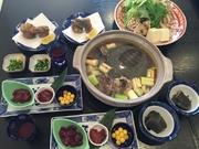 浜名湖産最高級のすっぽんを使用。活き血、刺身、肝刺し、唐揚げ、鍋、雑炊です