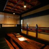 掘り炬燵式の個室。10名様入れる人気のあるお部屋です。