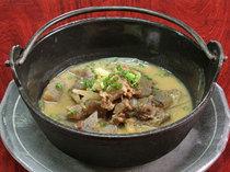 牛スジの煮込み。620円。合わせ味噌でコクのある味です。