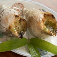 名産のバイ貝を使い、ガーリクバターでブルゴーニュ風に調理された一皿は「和」の隠し味で美味しさ倍増。
