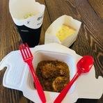 当店の名物チッタ特製モッツアレッラチーズを詰めたニョッキをご家庭でもお楽しみください。自家製パンがついております。写真はお得なプラス200円のドリンクセット。