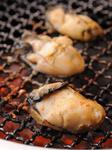 プリプリの冬の味覚を網焼きで。こまめに返してお好みの焼き加減でどうぞ。