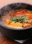 鉄分・亜鉛等、栄養の宝庫の牡蠣をアツアツのチゲ鍋で。