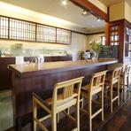 店内は県内で有名な建築デザイン【ヒグチデザイン】の作です。