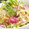 彩り鮮やか「十二種の彩り野菜サラダ」を召し上がれ。