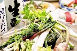 毛がに姿盛が付いた、北海道の食材に拘ったコースです。 職人が握る寿司も楽しめます。