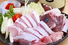 冬に美味しい九州又は和歌山産『くえ』のちり鍋コースです。 〆の雑炊はホントに絶品です!