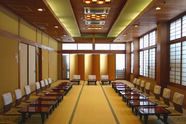 ご宴会広間や各種個室席が御座います