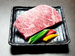 牛肉の中で唯一「サー」の称号を持つ最高肉質部位「サーロイン」