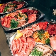 ご家庭でも善匠の上質肉を味わいたい方に! 精肉のお持ち帰りもお気軽にご相談ください。  お持ち帰りのお肉で、 ご自宅での焼肉パーティーやBBQはいかがですか?
