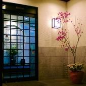四季を彩る生花と日本画が印象的な大小6部屋の個室