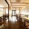 シンプルでモダンな、ゆったりとした空間。ディナーは個室で!