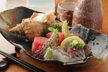 新鮮な魚を厳選して仕入れた『旬の刺身』