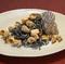 近海で獲れたサザエの少し辛い海苔クリームソース『イカスミタリオリーニ』
