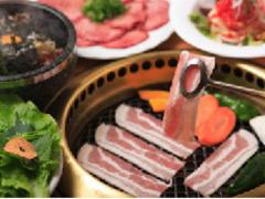 お肉も食べたいけれど、サイドメニューも食べたい!!というグルメな方、女性のグループにおすすめ!