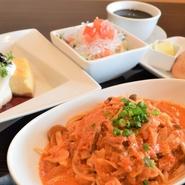 選べるパスタパリパリ海藻麺サラダ選べるデザートパン選べるドリンク