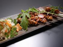定番ともいえる串焼き盛り合わせ シオとタレが選べます