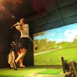 話題のシュミレーションゴルフが楽しめちゃう♪
