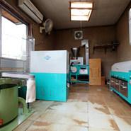 親戚が栽培した蕎麦を写真に載っている機械で製粉しています。