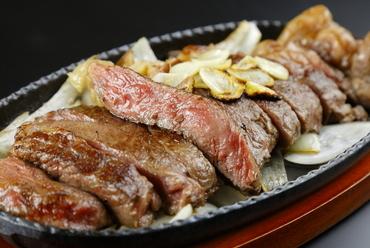 とろける旨みと脂の甘みを存分に。『国産黒毛和牛 サーロインステーキ 150g』