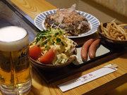 和牛玉、生ビール(中)、ポテトフライ、ウィンナー、サラダ